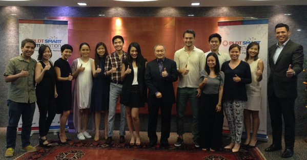 Society Co-chair Manuel V. Pangilinan (center) presided over a pre-trip planning session with participants.