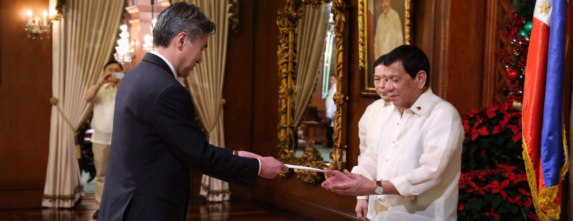 Ambassador Kim presents his credentials to President Rodrigo Duterte, Malacanang Palace, Philippines, December 8, 2016. Photo is the courtesy of the U.S. Embassy in Manila, Philippines